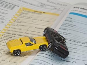Incidente stradale con assicurazione falsa? La compagnia paga lo stesso