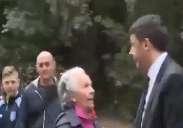 "YOUTUBE Matteo Renzi, ""buffetto"" ad anziana che si lamenta 03"