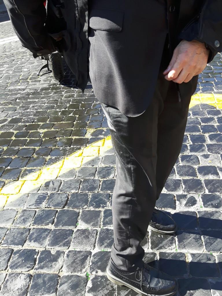 Roma, bus perde olio per 1 km23