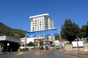 Salerno, assenteismo ospedale Ruggi: 80mila presenze false