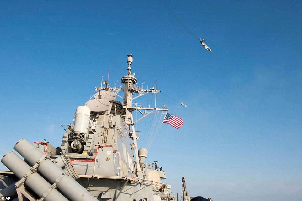 YOUTUBE Caccia russi volano a 10 metri da nave da guerra Usa06