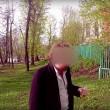 Grigory Mamurin, è il nipote adolescente e viziato di un oligarca russo, che cerca di dimostrare come le persone farebbero di tutto per soldi, anche sparare a un cane.13