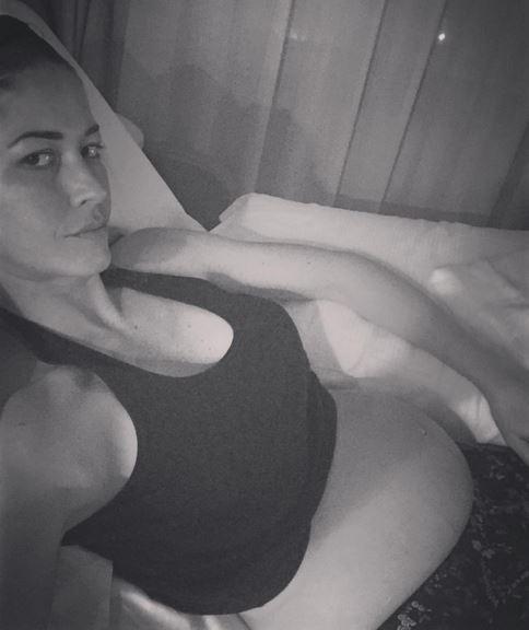 Elena Santarelli, polemica sulla pancia dopo il parto FOTO