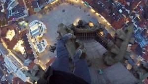 YOUTUBE Selfie video mentre scala chiesa più alta del mondo