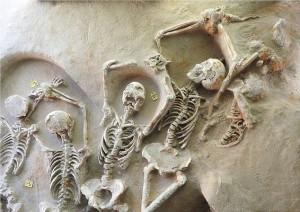 Guarda la versione ingrandita di Scheletri con mani legate, golpisti giustiziati 3000 anni fa
