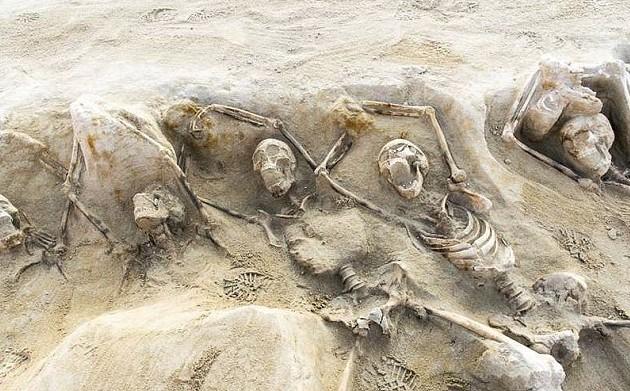 Scheletri con mani legate, golpisti giustiziati 3000 anni fa