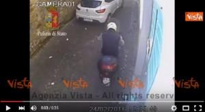 YOUTUBE Roma, scippatore Trastevere tradito da freni scooter