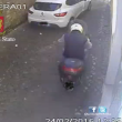 YOUTUBE Roma, scippatore Trastevere tradito da freni scooter2