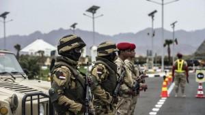 Sinai: bombe di Isis Egitto, 7 morti (5 soldati)