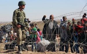 Guarda la versione ingrandita di Siriani in fuga, guardie turche sparano al confine: 8 morti