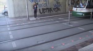 Germania, semafori a terra per pedoni con lo smartphone