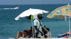 Guarda la versione ingrandita di Pallonata figlio in spiaggia: multa 9mila euro a mamma (foto d'archivio Ansa)