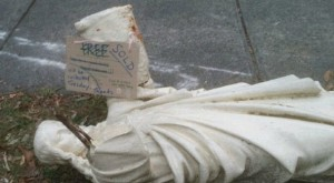 Australia: compra casa e ci trova una statua di Gesù ma...
