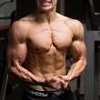 Quasi morto per infezione: ora è campione body building 5