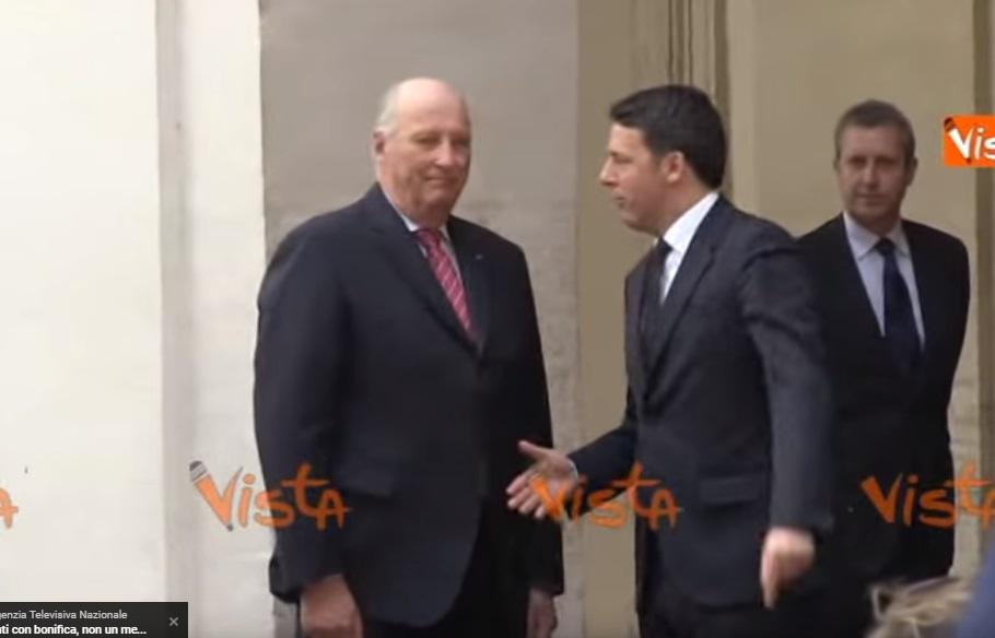 YOUTUBE Re Norvegia, niente stretta di mano a Matteo Renzi 3