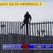 """Striscia la Notizia, """"salto dell'inferriata"""" tra migranti 6"""