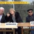 """Striscia la Notizia, """"salto dell'inferriata"""" tra migranti 7"""