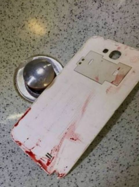 Hong Kong, tenta suicidio nel bagno del volo Cathay Pacific