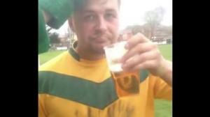 YouTube, Terry Dodd come Maccarone: beve birra durante gara