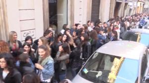 Torino shopping, 60 minuti e sconto 80%: 1.200 donne in coda