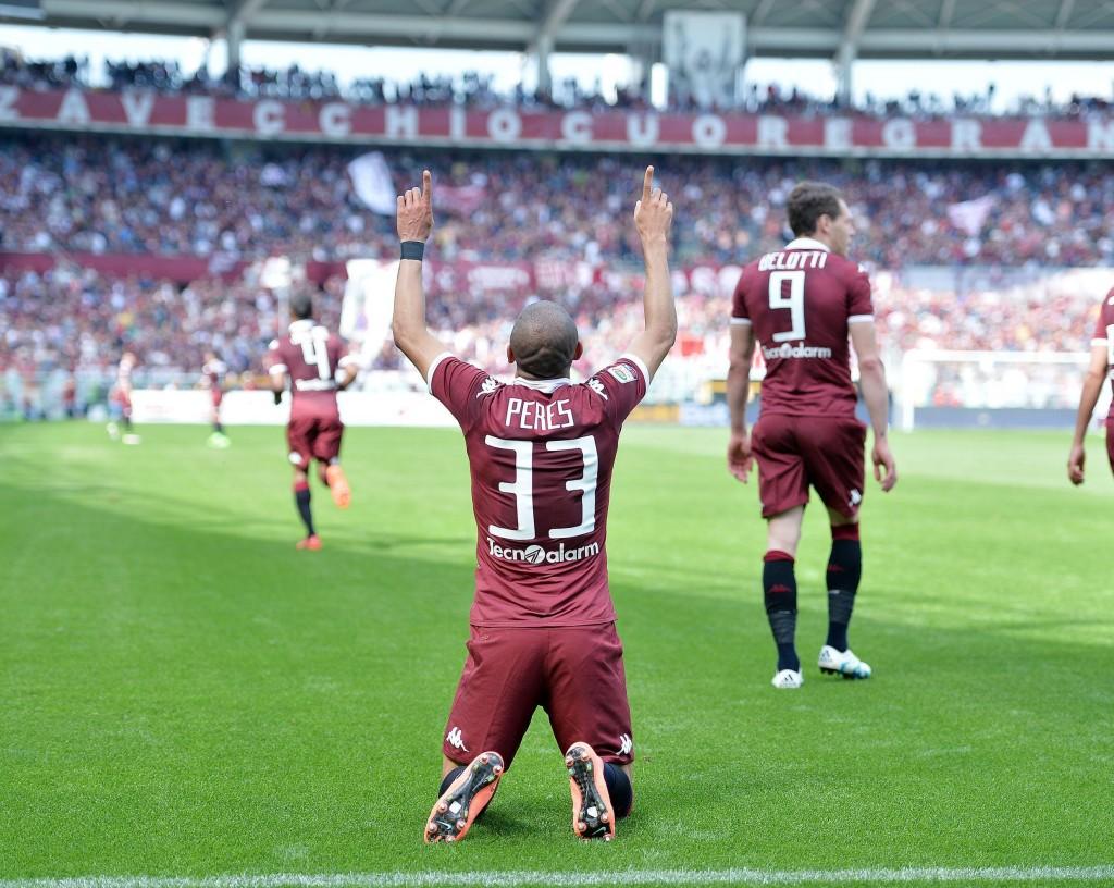 Torino's Bruno Peres jubilates after scoring the goal during the Italian Serie A soccer match Torino FC vs Atalanta BC at Olimpico stadium in Turin, Italy, 10 April 2016. ANSA/ALESSANDRO DI MARCO