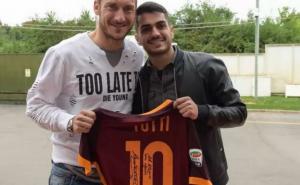 Francesco Totti incontra Alessio Avallone, fan in lacrime