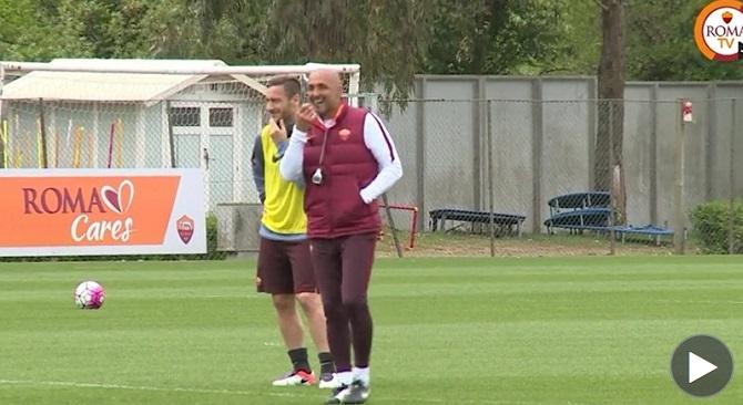 Totti e Spalletti, sorrisi in allenamento dopo lite Bergamo3