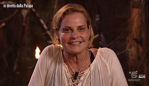 Simona Ventura - Isola dei Famosi: mistero diretta in studio