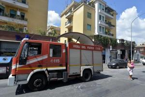 Guarda la versione ingrandita di Milano: incendio in via Satta. Un ustionato gravissimo e... (foto d'archivio Lapresse)