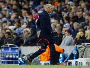 Zinedine Zidane pantaloni srappati