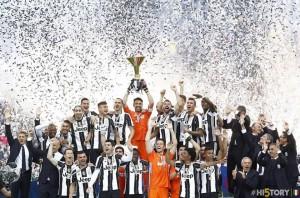 Juventus, video festa scudetto 2016 e premiazione calciatori