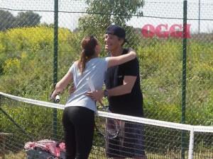 Fiorello, lezioni di tennis da Flavia Pennetta FOTO