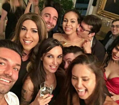 Emilio Fede e la lap dance della drag queen Ines Rodriguez 03