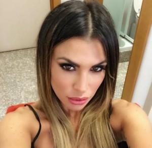 Claudia Galanti: selfie in lingerie, pizzo nero e... FOTO
