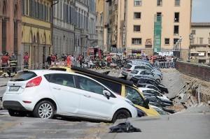Guarda la versione ingrandita di Il crollo del Lungarno a Firenze