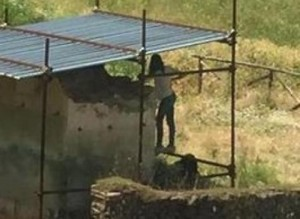 Pompei, turisti urinano tra scavi FOTO