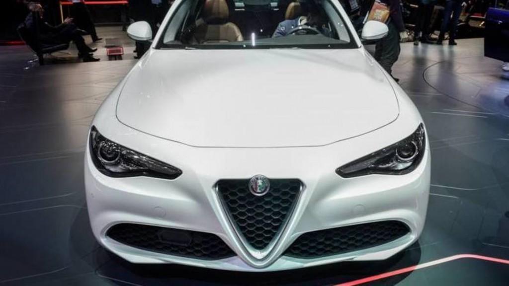 Alfa Romeo Giulia, prezzo da 35mila euro: i 5 modelli 05