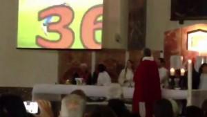 Napoli, parroco apre messa con gol Higuain4