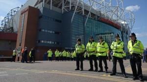 Guarda la versione ingrandita di Manchester, allarme bomba all'Old Trafford: evacuato stadio