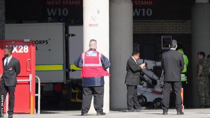 Manchester, allarme bomba all'Old Trafford: evacuato stadio 03