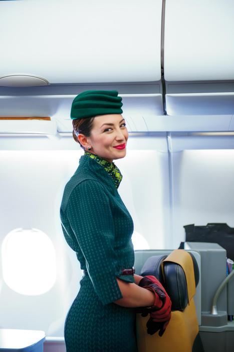 Alitalia, nuove divise il verde lascia il posto al rosso6