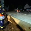Ambulanza con sirene accese travolta da fiume fango5