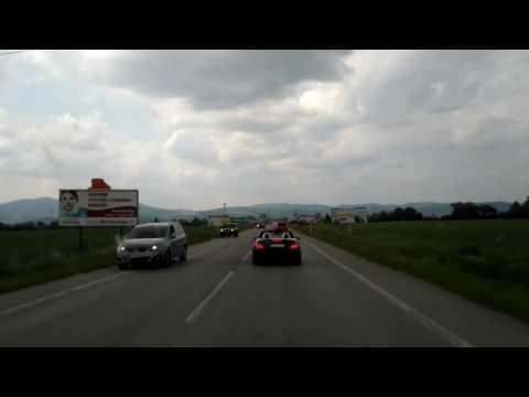 Ambulanza nel traffico, auto non la fa passare
