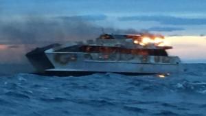 Australia, catamarano in fiamme a bordo 42 persone