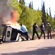 Auto ribaltata e in fiamme, drammatico salvataggio 3
