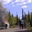 Auto ribaltata e in fiamme, drammatico salvataggio 2