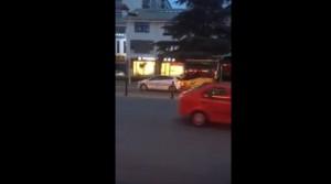 Auto taglia strada bus, autista si vendica così5