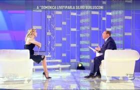 Berlusconi da Barbara D'Urso racconta barzelletta e…