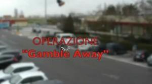 Guarda la versione ingrandita di VIDEO Bologna, gioco tre campanelle all'Autogrill: arrestati