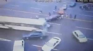 Brasile, picchetto pro-Rousseff: bus sfonda barriera11